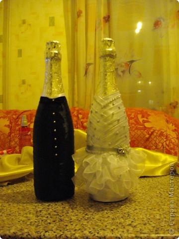 У подруги Была свадьба и она уговорила меня сделать ей бутылки и бокалы.Главное условие работы цветы каллы. Ну вот любит она их фото 5