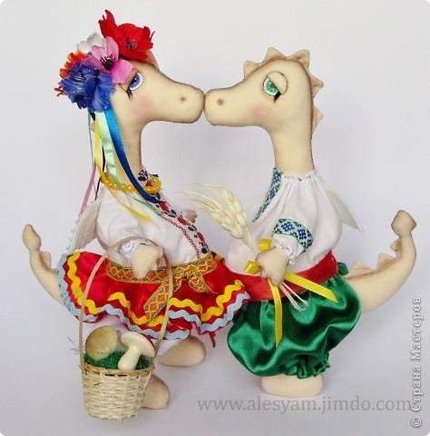 ПРИВЕТ ВСЕМ!!! Я сегодня к вам с дракошками!!! Очень понравилось их шить!!! Очень хочется с вами поделиться...Теперь чувствуется приближение Нового года и запахло мандаринами!!!  :-))) фото 6