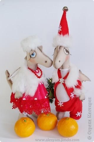 ПРИВЕТ ВСЕМ!!! Я сегодня к вам с дракошками!!! Очень понравилось их шить!!! Очень хочется с вами поделиться...Теперь чувствуется приближение Нового года и запахло мандаринами!!!  :-))) фото 1