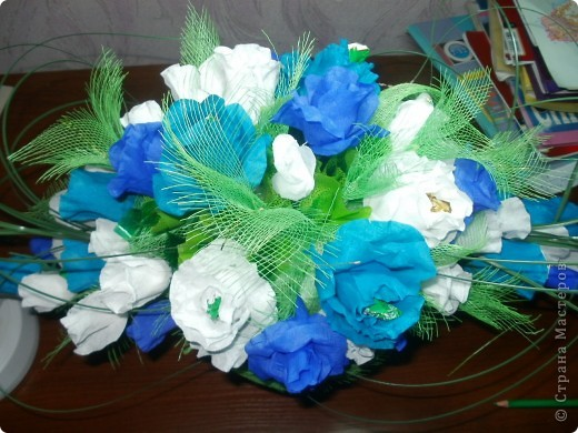 """это подарок сестренке на день рождения,вернее его часть! с живыми цветами у нас  в это время напряг,поэтому решено было сделать сладкий букет,в качестве вдохновения был конфетный букет """"вечер в Соренто"""" на Осинке фото 2"""