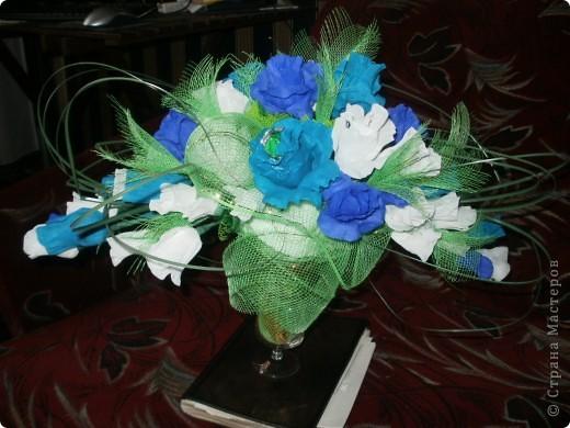"""это подарок сестренке на день рождения,вернее его часть! с живыми цветами у нас  в это время напряг,поэтому решено было сделать сладкий букет,в качестве вдохновения был конфетный букет """"вечер в Соренто"""" на Осинке фото 3"""