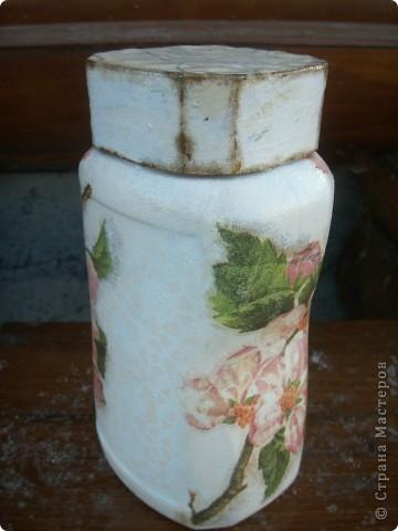 """баночка """"Яблоневый цвет"""". В работе использованы акриловые краски, салфетка, акриловый лак для саун, битум. фото 2"""