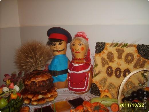 Сегодня я Вам покажу несколько поделок к празднику осени. Девочки с удовольствием приняли участие в изготовлении и украшении выставки   Здесь есть и мои работы. И так смотрите. фото 8