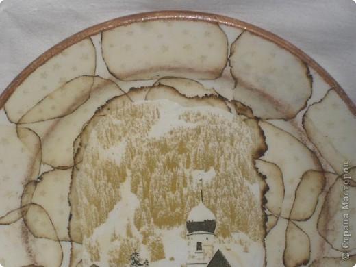 Немного подправила тарелочку. Полусухой кистью прошлась по краю и по ободку середины тарелки. На мой взгляд стало более выразительно и закончено. А как на ваш взгляд? фото 5