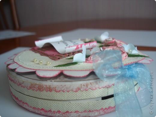 Такие шкатулки я встречала в Стране мастеров. Вот однажды на улице мне дали рекламу (Нивея), в круглой коробочке. И вдруг все встало на свои места, я сразу решила, что буду делать. Это шкатулка-открытка  на день рождения сестре ( а лежать в ней будет украшение). фото 4