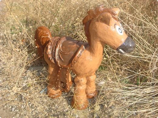 Лошадка для цветочной клумбы