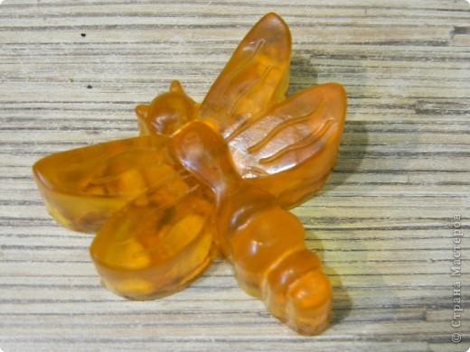 мыло из прозрачной основы с добавлением  оливкового масла, витамина Е, цедры мандарина и ароматизатора (запах мандарин).