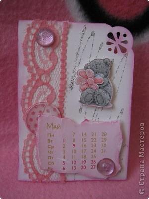 Эти карточки части календаря на 2012 год. Карточек 12, как и месяцев в году. Использована бумага ручной работы, дистресс чернила, бусины, стразы, винтажное кружево,вырубки, глиттер, брадсы. Очень трудоемкие и красивые (на мой взгляд).  поедет к bagira1965  фото 5