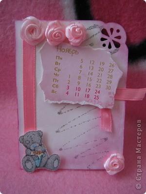 Эти карточки части календаря на 2012 год. Карточек 12, как и месяцев в году. Использована бумага ручной работы, дистресс чернила, бусины, стразы, винтажное кружево,вырубки, глиттер, брадсы. Очень трудоемкие и красивые (на мой взгляд).  поедет к bagira1965  фото 11