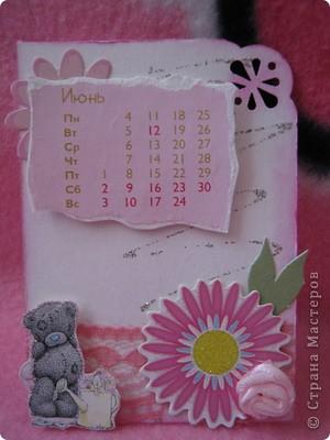 Эти карточки части календаря на 2012 год. Карточек 12, как и месяцев в году. Использована бумага ручной работы, дистресс чернила, бусины, стразы, винтажное кружево,вырубки, глиттер, брадсы. Очень трудоемкие и красивые (на мой взгляд).  поедет к bagira1965  фото 6