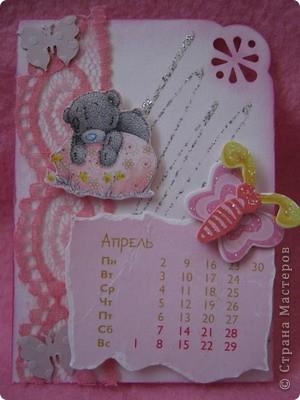 Эти карточки части календаря на 2012 год. Карточек 12, как и месяцев в году. Использована бумага ручной работы, дистресс чернила, бусины, стразы, винтажное кружево,вырубки, глиттер, брадсы. Очень трудоемкие и красивые (на мой взгляд).  поедет к bagira1965  фото 4