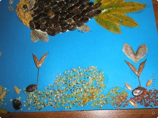Вот такую поделку мы делали к празднику осени. материалы действительно)) бросовые: листья,семена, пшенка, лак для ногтей, клей ПВА, краски ну и хорошее настроение творить))) фото 3