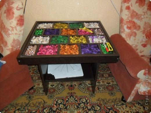 коробку заказали по индевидуальному эскизу, засыпали пазы и накрыли стеклом.  фото 2