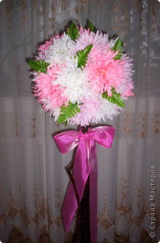 Основа - шар из газет и ниток, ствол - ветка от дерева, горшок покрашен краской из балончика, цветы - искуственные. фото 3