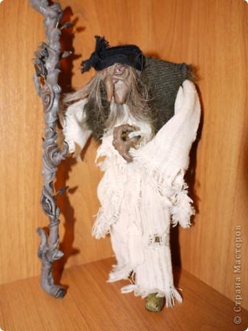 Всем добрый вечер! Боольшая просьба к мастерам-кукольникам. Оцените, пожалуйста, в денежном эквиваленте вот эту работу... Кукла сделана из запекаемой глины Cernit. Высота без посоха 21 см. фото 4