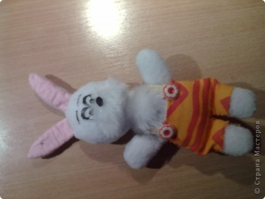 Привет всем!!!На год кролика решила сшить вот такого зайчишку из флиса!!!! фото 1