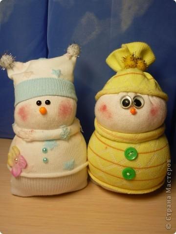Вот такая парочка! получилась у меня!  МК http://thenshemade.blogspot.com/2011/01/sock-snowmen.html   и https://stranamasterov.ru/node/260406#comment-2821347 фото 1