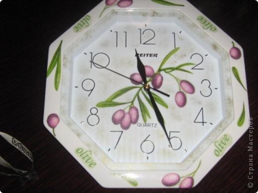 Вот такие часики и баночки в подарок моей подруге. Часы были обыкновенные белые, собственно и покупались специально для декупажа... фото 2