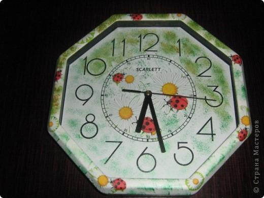 Вот такие часики и баночки в подарок моей подруге. Часы были обыкновенные белые, собственно и покупались специально для декупажа... фото 4