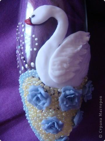 Вот выполнила заказик. Одна моя знакомая,которой нравятся мои работы, решила сделать подарок маме на юбилей. Поэтому выполняла основные условия: бело-голубые тона, розы, лебеди.. фото 2