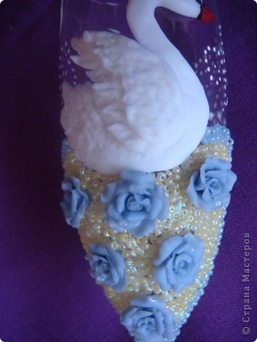 Вот выполнила заказик. Одна моя знакомая,которой нравятся мои работы, решила сделать подарок маме на юбилей. Поэтому выполняла основные условия: бело-голубые тона, розы, лебеди.. фото 3