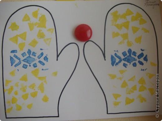Сегодня мои трехлеточки украшали рукавички штамповкой. Это мой образец. А дальше галерея наиболее удавшихся рукавичек. Решила не утомлять Вас полным набором из шестнадцати пар. :-) фото 3