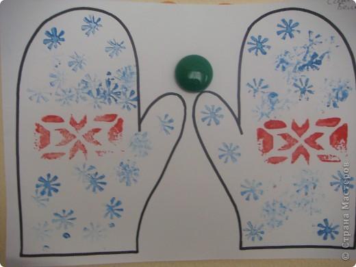 Сегодня мои трехлеточки украшали рукавички штамповкой. Это мой образец. А дальше галерея наиболее удавшихся рукавичек. Решила не утомлять Вас полным набором из шестнадцати пар. :-) фото 2