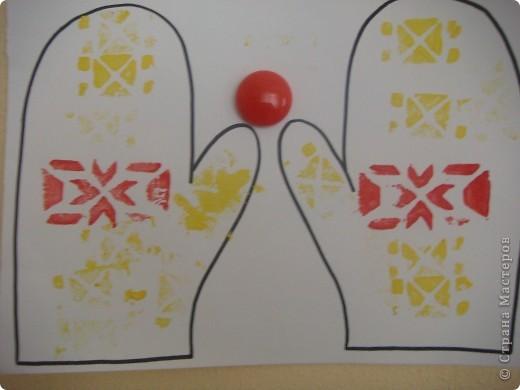 Сегодня мои трехлеточки украшали рукавички штамповкой. Это мой образец. А дальше галерея наиболее удавшихся рукавичек. Решила не утомлять Вас полным набором из шестнадцати пар. :-) фото 7