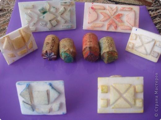 Сегодня мои трехлеточки украшали рукавички штамповкой. Это мой образец. А дальше галерея наиболее удавшихся рукавичек. Решила не утомлять Вас полным набором из шестнадцати пар. :-) фото 8