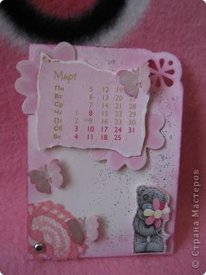 Эти карточки части календаря на 2012 год. Карточек 12, как и месяцев в году. Использована бумага ручной работы, дистресс чернила, бусины, стразы, винтажное кружево,вырубки, глиттер, брадсы. Очень трудоемкие и красивые (на мой взгляд).  поедет к bagira1965  фото 3