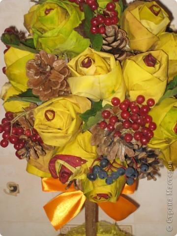 Дерево делала с сыном на праздник осени в школу! Только жаль, что цветочки засохнут, а калина завянет))) Останутся только шишки и птичка!!! фото 2