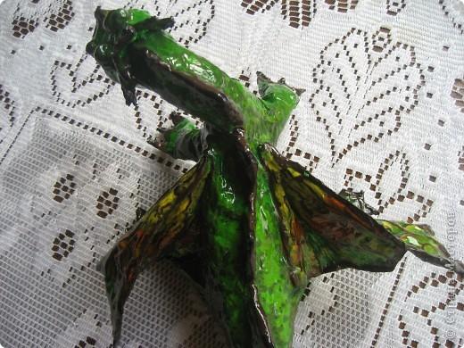 дракоша выполнен из папье-маше. его скелет - из проволоки (как его делать, нашла в СМ, но автора указать не могу-не нашла).  фото 6