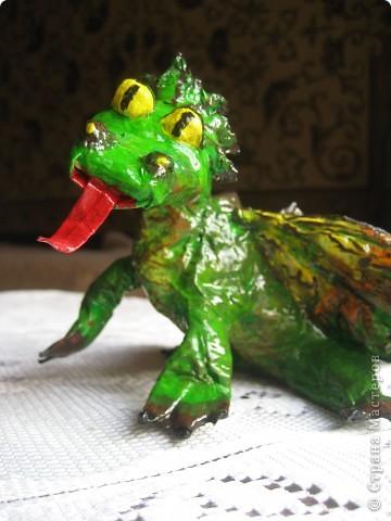 дракоша выполнен из папье-маше. его скелет - из проволоки (как его делать, нашла в СМ, но автора указать не могу-не нашла).  фото 4