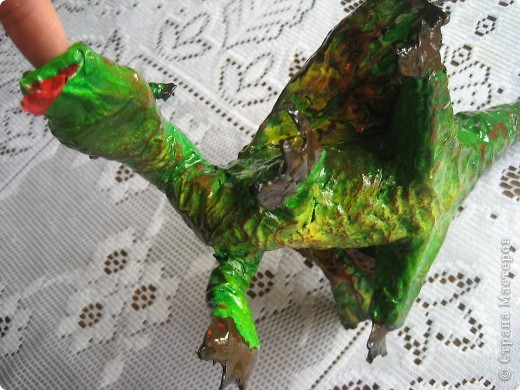 дракоша выполнен из папье-маше. его скелет - из проволоки (как его делать, нашла в СМ, но автора указать не могу-не нашла).  фото 7