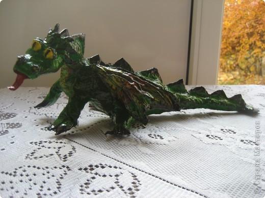 дракоша выполнен из папье-маше. его скелет - из проволоки (как его делать, нашла в СМ, но автора указать не могу-не нашла).  фото 10