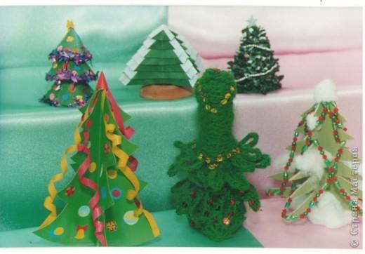Это коллективное панно учеников моего класса: один художник нарисовал елочку, другие дети сделали по игрушке, а потом все вместе составили такое новогоднее панно! фото 3