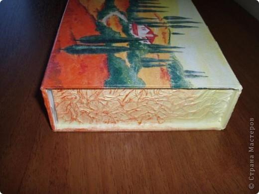 Была у меня коробочка с магнитом для хранения документов, даже не помню из под чего. Решила её приукрасить. На верхней крышке использовала салфетку. фото 3