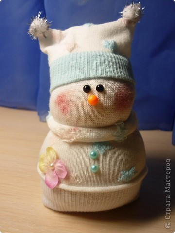 Вот такая парочка! получилась у меня!  МК http://thenshemade.blogspot.com/2011/01/sock-snowmen.html   и https://stranamasterov.ru/node/260406#comment-2821347 фото 2
