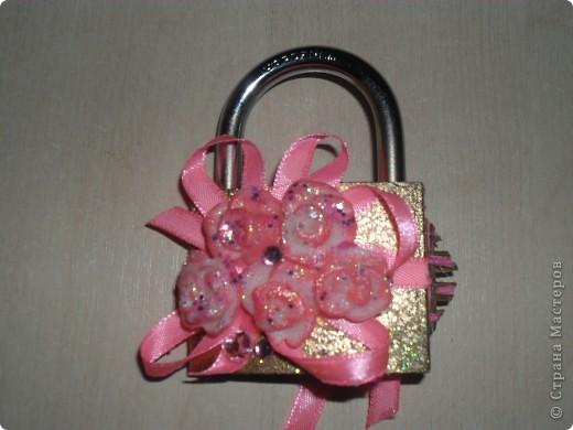 Цветочки сделала давно, долго они у меня не сохли, были какие то прозрачные, немного окультурила..., сделала розовый контур, добавила блеска, а вторую партию цветов лепила уже розовыми. фото 4