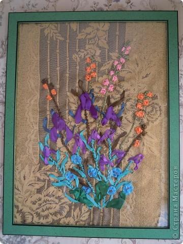 """Вышивала  лентами впервые. Хотелось сделать необычный подарок для подруги на день рождения. Вышивала в общей сложности часов 7. Руководствовалась книгой Энн Кокс """", в которой есть цветные рисунки вышивки лентами и показаны приемы. Композицию из цветов придумала сама. фото 1"""