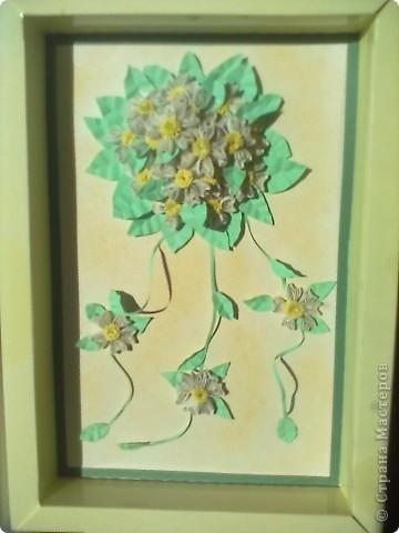 Такой свадебный букетик многие мастерицы делали, очень он мне приглянулся. Вот и повторила. Но полоски для цветов  какие то сероватые и букет мрачновато смотрится.  фото 1