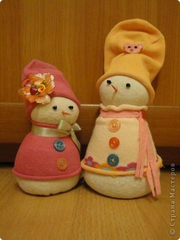 Снеговички из носочков фото 1