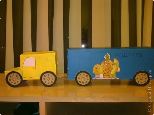 В садик сынуле нужно было сделать любимую игрушку,т.к. у Никиты любимые игрушки это машинки,я решила сделать машинку.Нам ещё папа помогал.Вот что у нас получилось. Вид сбоку фото 1