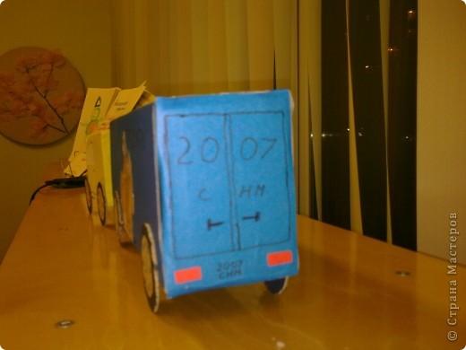 В садик сынуле нужно было сделать любимую игрушку,т.к. у Никиты любимые игрушки это машинки,я решила сделать машинку.Нам ещё папа помогал.Вот что у нас получилось. Вид сбоку фото 4