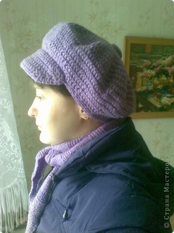 Под новую фиолетовую курточку связался новый сиреневый комплектик. Кепочку вязала крючком, бактус спицами.  фото 3