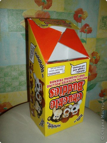 Имеется вот такая коробка (ширина 12.5, высота 28.5, боковая стенка 9см). Очень хочу сделать в детский садик почтовый ящик для писем Деду морозу.   фото 1