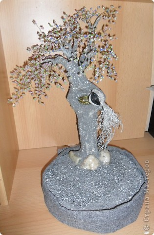 вот это деревце первое обсыпано всё серебристым песочком =) птичка из ниток гнёздышко из поволоки и двух бусинок  надеюсь вам понравиться=) фото 1