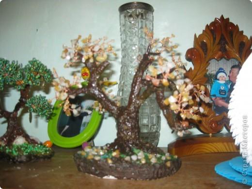 Моя внучка со своей работой, дерево она делала для мамочки,дочь очень довольна. фото 7