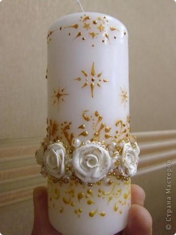 Вот такая свечка у меня получилась (расписывала на работе, освещение у нас не самое лучшее, поэтому не видно как она сверкает, а жаль...) фото 1