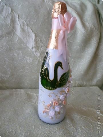 Начало смотрите здесь https://stranamasterov.ru/node/274533 .Бутылки на рождение первенца и годовщину свадьбы.Сделала их в одном стиле - капрон, истонченная открытка, бисер по контуру открытки. мне самой эти бутылки очень нравятся ( не скромно). Может потому-что я их сама придумала.Долго искала подходящие открытки. Принтера у меня пока нет. фото 7